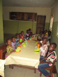 Kinder im Waisenhaus - Madonna Angels